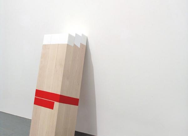 Inclinata, 2009, legno, marmo di Carrara e nastro adesivo americano, cm 100x24x35