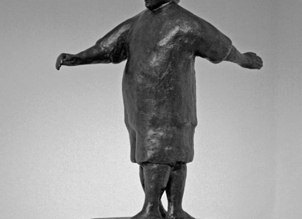 Spazio Umano I, 2007, bronzo su legno laccato, cm 163x50x50