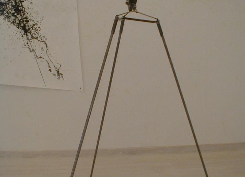 Abbraccio della morsa sovietica, 1993, morsa sovietica, pirex, rame, ferro, solfato di rame, fosforo, cm 140x170