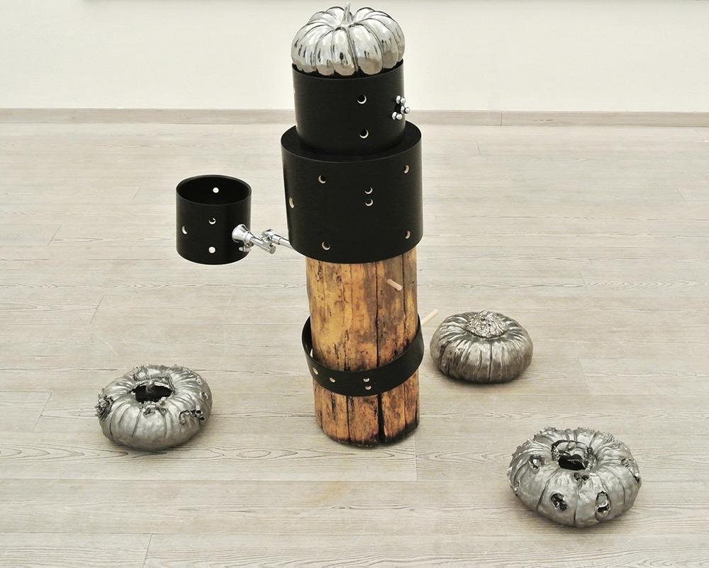 Luigi Carboni, Canti durevoli, 2000, ceramica, cm h40x220x120