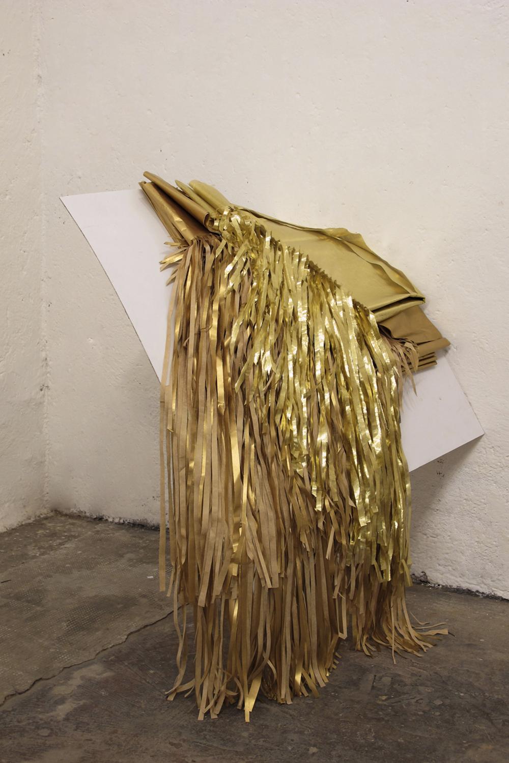 Gianni Moretti, La prima stanza, 2011, gambe di tavolo, forex, carta velina, lycra e carta di cioccolatino, dimensione ambiente