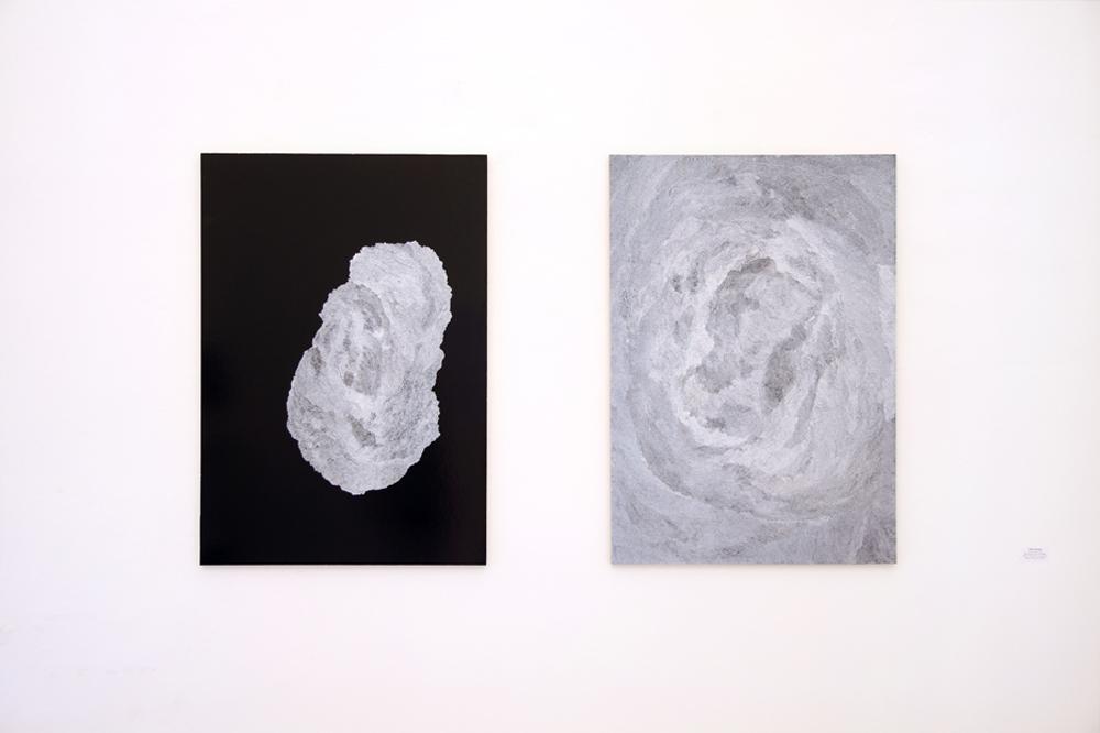 Anna Dissabo, Eventi granulari - descrizione di un invisibile, 2016, cartoncino, penna ink gel su mdf, cm 100x70