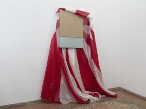 Giovanni Termini, Caduta libera, 2011, paracadute in nylon, legno MDF e vetro, installazione dimensioni variabili