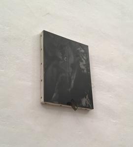 Cielo (I), 2019, ferro su tela e lametta, cm 27x18x6,5