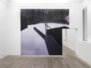 sala I - Adolf Gun, Harstad 8, 2009, fotografia a colori, dimensione ambiente