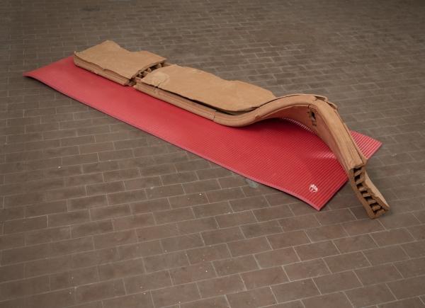 Esercizi di rottura, 2017, terracotta e materassino da palestra, cm 70x210x40