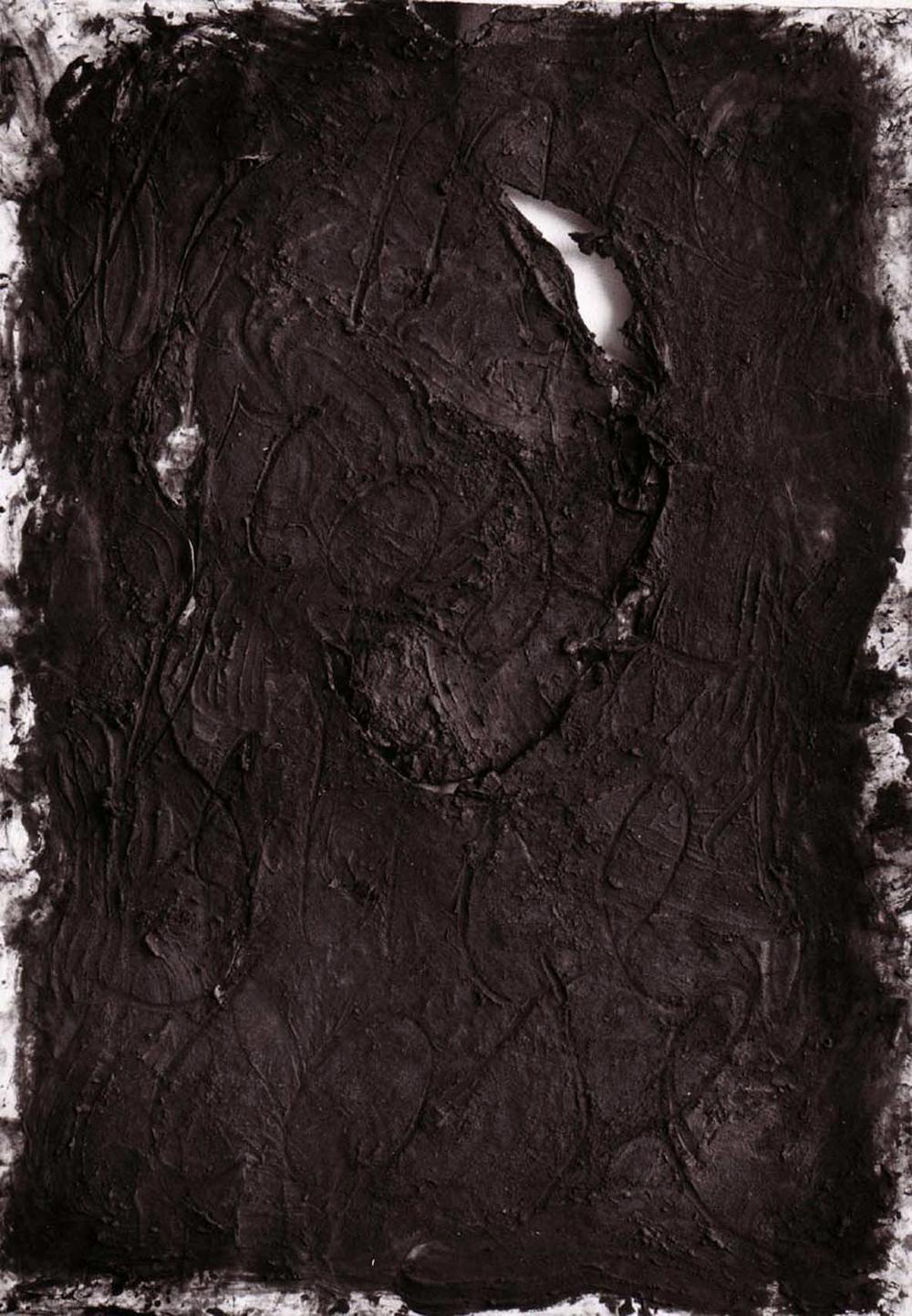 Giuseppe Spagnulo, Le mie rose, le tue rose, 2003, sabbia di vulcano, ossido di ferro, carbone su carte sovrapposte, cm 213x150