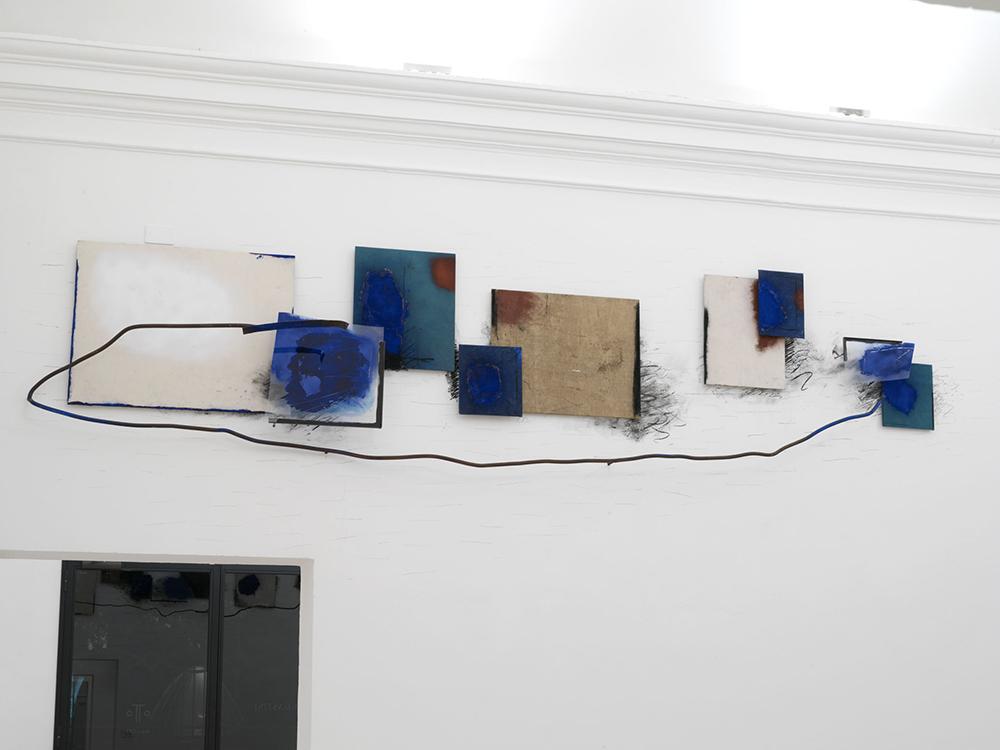 Il tempo del segno (2), 2006, tecnica mista ferro e vetro su tela, cm 110x420