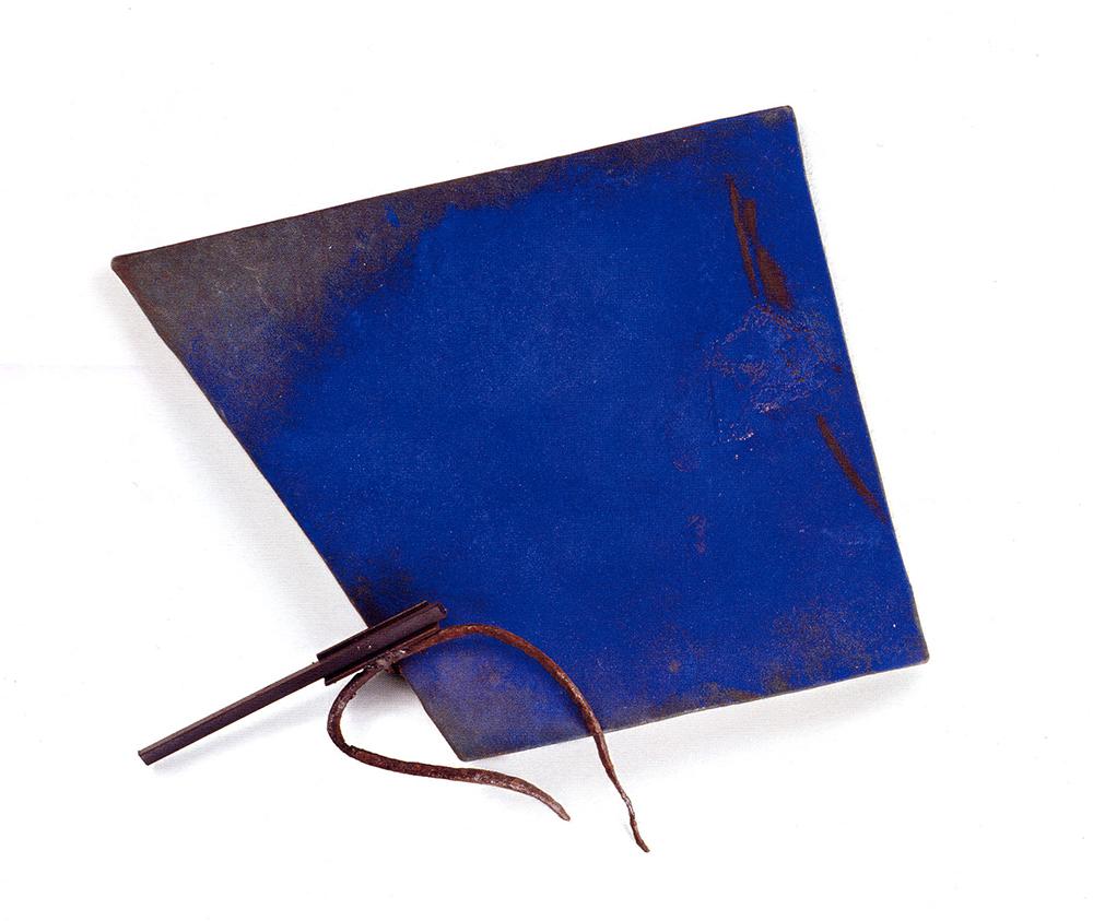 Marco Gastini, Blu quadrello, 2002, t.m. su tela e ferro, cm 43x46