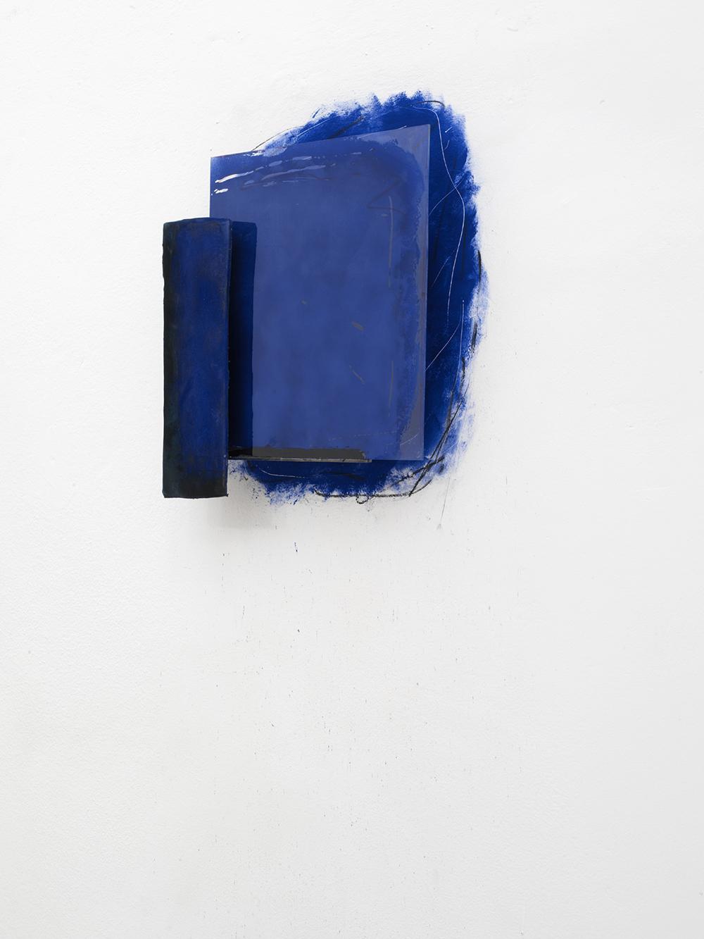 Senza titolo, 2004, tecnica mista, vetro e ardesia, cm 50x47