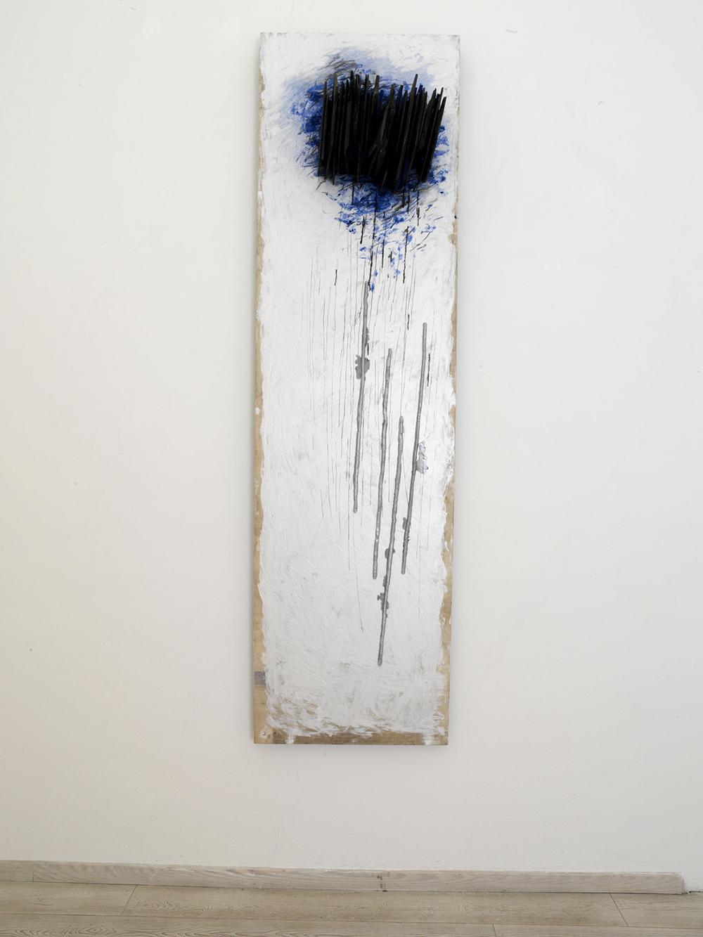 Sguardo sospeso, 2006, tecnica mista, ardesia, alluminio su tavola, cm 250x70