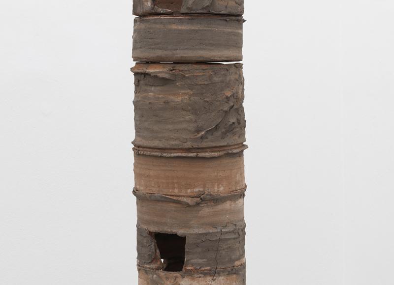 Turris, 1985, terracotta, cm 94x24