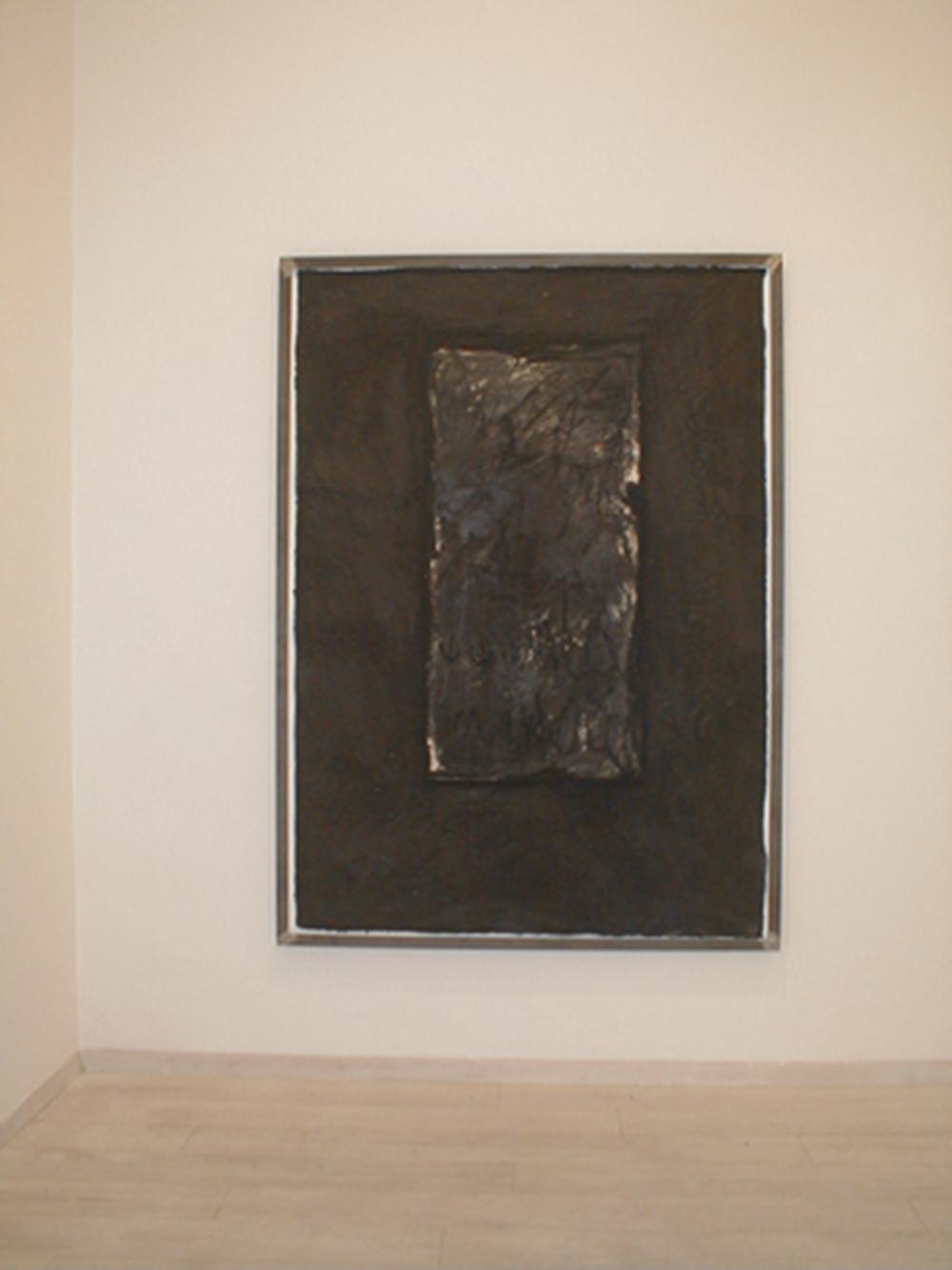 Giuseppe Spagnulo, Colpo di fuoco, 2003, sabbia di vulcano, ossido di ferro, carbone su carta, cm 201x139