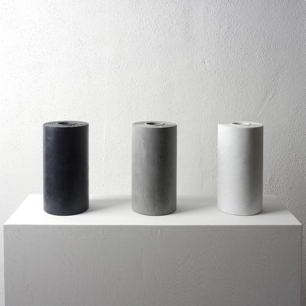 Passato, presente e futuro, 2007, marmo nero Marquina, marmo grigio Tao, marmo bianco di Carrara, dimensione variabile (3 pezzi)