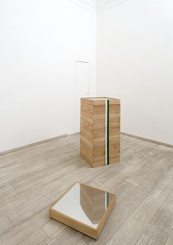 Riverbero, 2007, legno, vetro, fascia bicolore, sangue in provetta, acciaio, cm 140x60x60