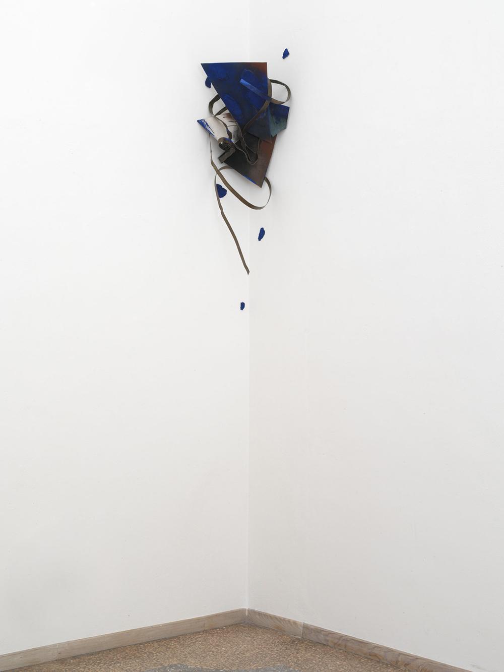 Attira all'interno, 2006, tecnica mista su tela e ferro, cm 114x40