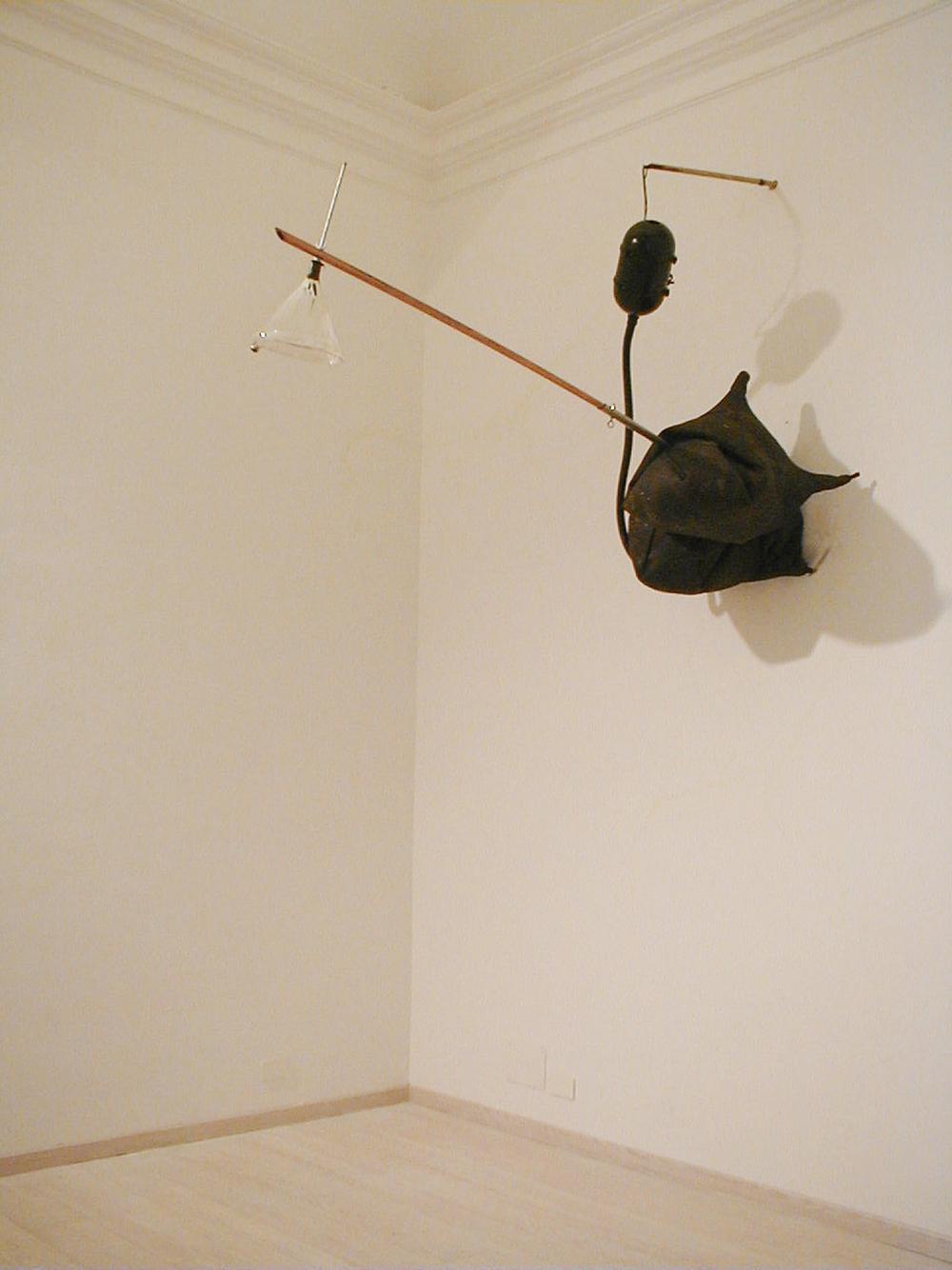 L'agguato, 2002, 4 marrani, inox, rame, pirex, fosforo, due motori, timer, muro, cm 480x150x60