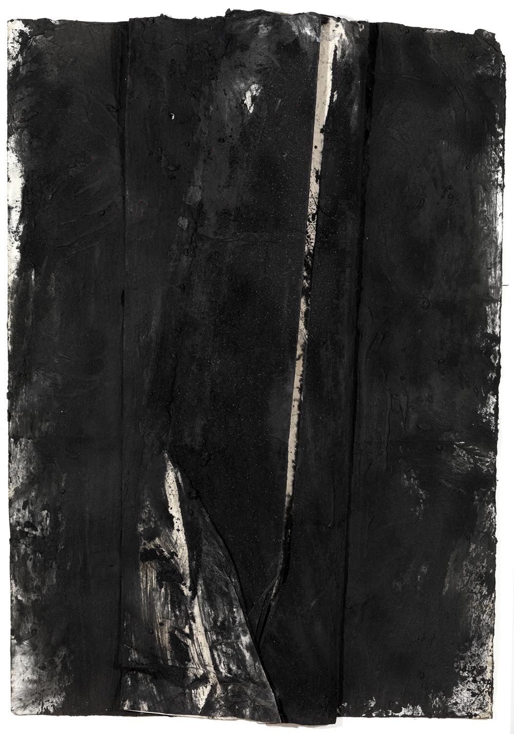 Senza titolo, 2007, sabbia vulcanica, ossido di ferro e carbone su carta, cm 125x91