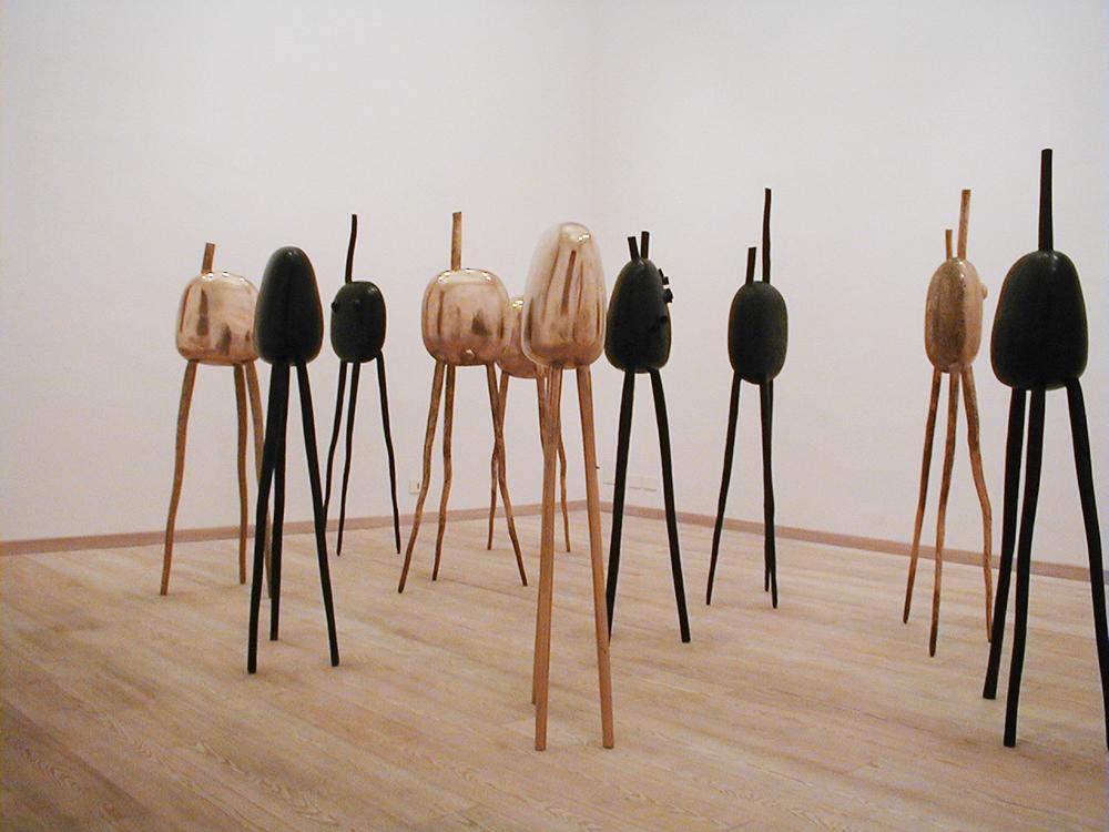 Polpi, 1992, bronzo, cm 180x40x40 ciasc., installazione ambientale - sala II