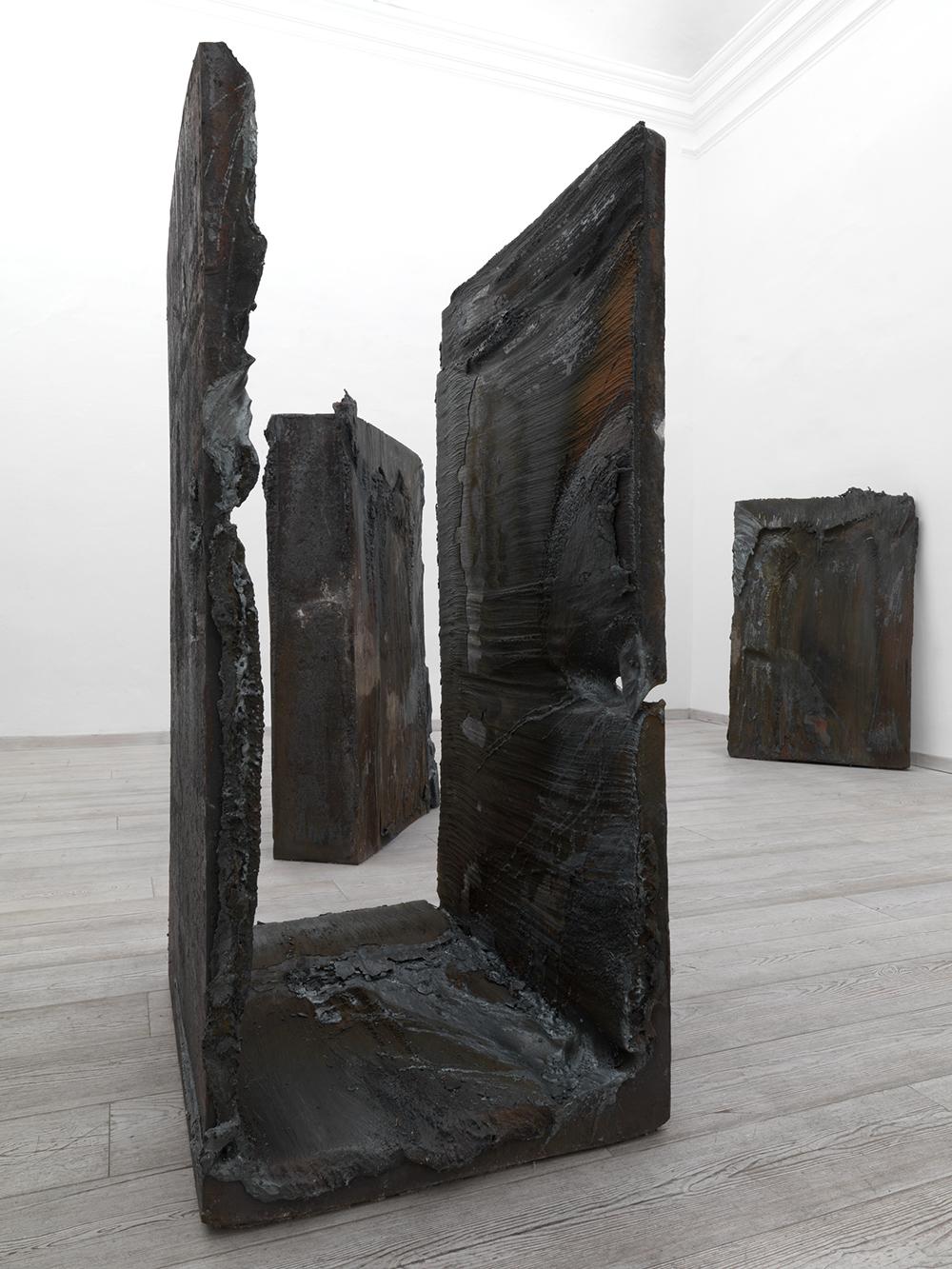 Grande rappresentazione, 2007,  acciaio, dimensione ambiente (4 pezzi)
