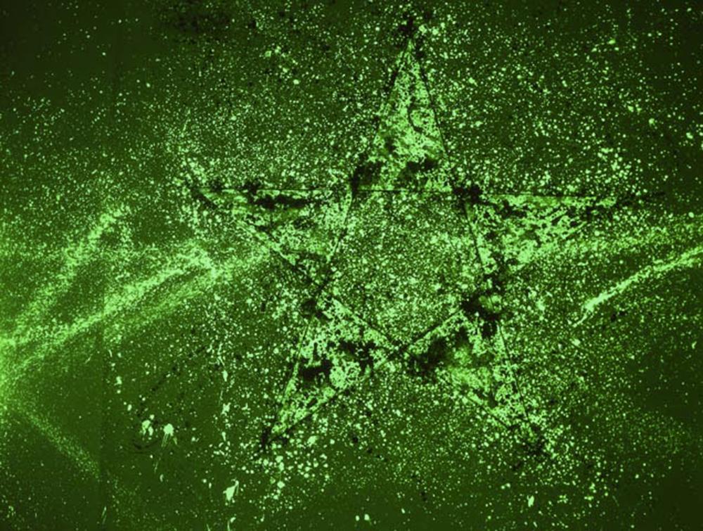 dettaglio Stella fluorescente - sala I al buio