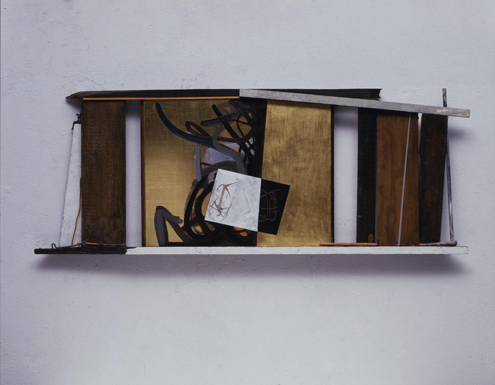 L'occhio di Narciso, 2009, foglia d'oro su legno e tecnica mista, cm 117x44x6