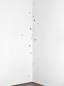 Senza titolo, 1969, fusioni in piombo e antimonio, cm 400x80x80