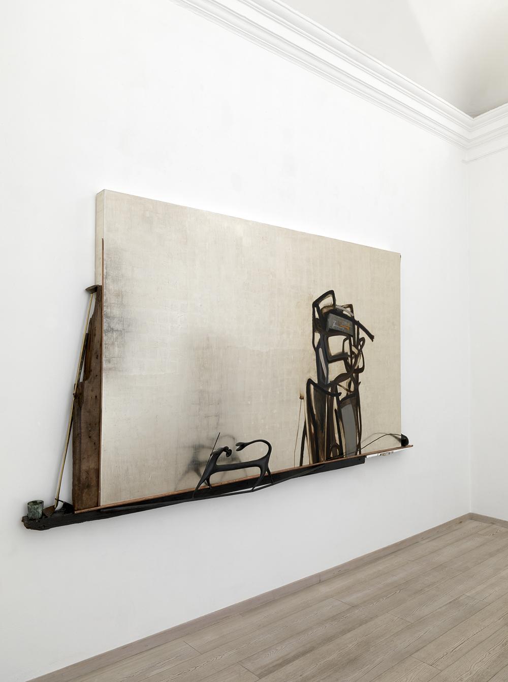 L'occhio di Narciso, 2009, foglia d'oro bianco su legno e tecnica mista, cm 337x183x30