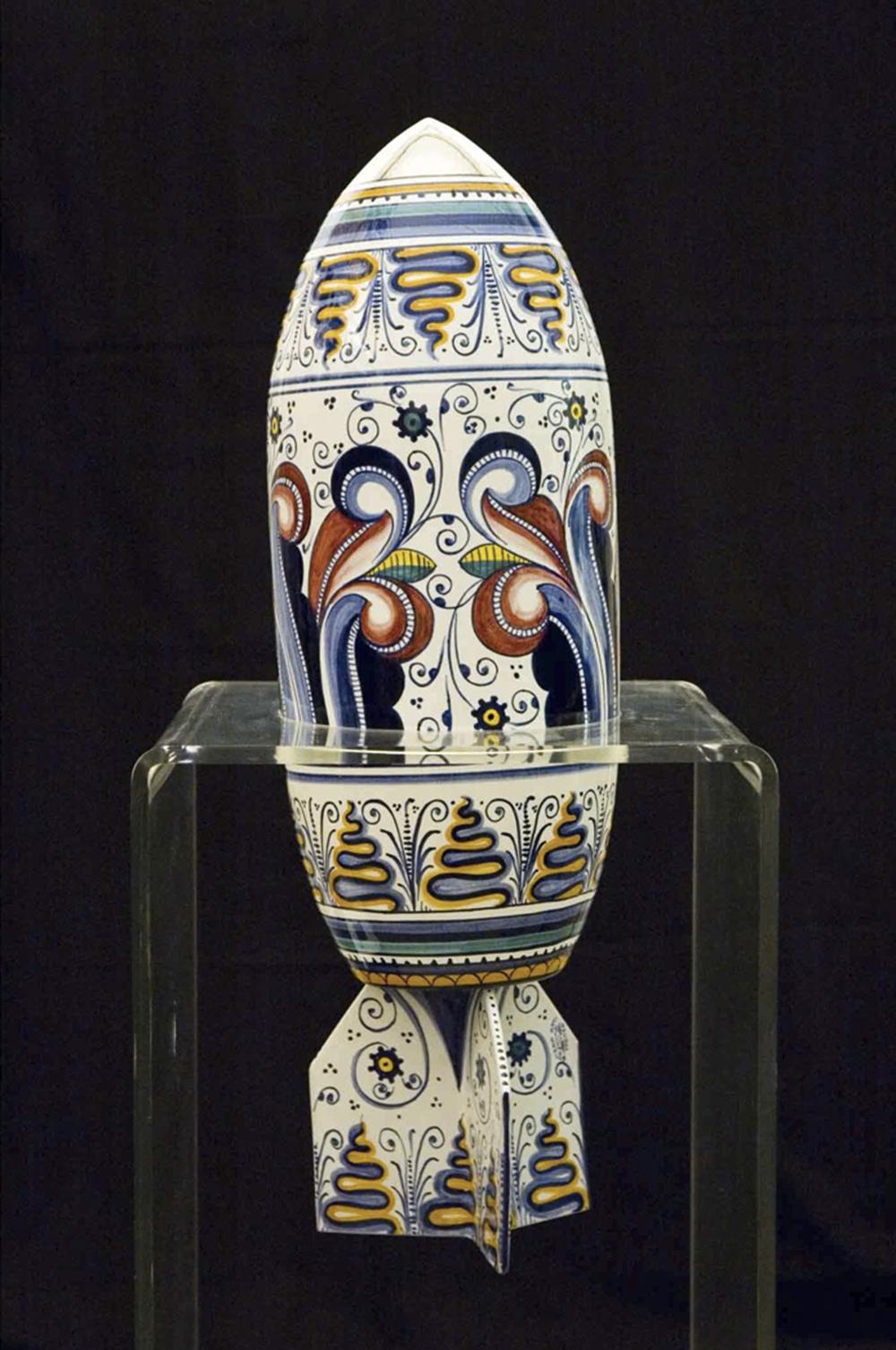 Antonio Riello, Bomba, 2003, ceramica, misure al vivo