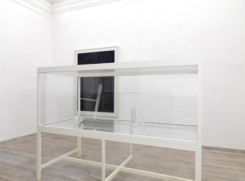 Ex voto XXI della serie Art is the better life, 2010, scultura in vetro, vetrina di vetro e legno laccato, cm 174x236x105