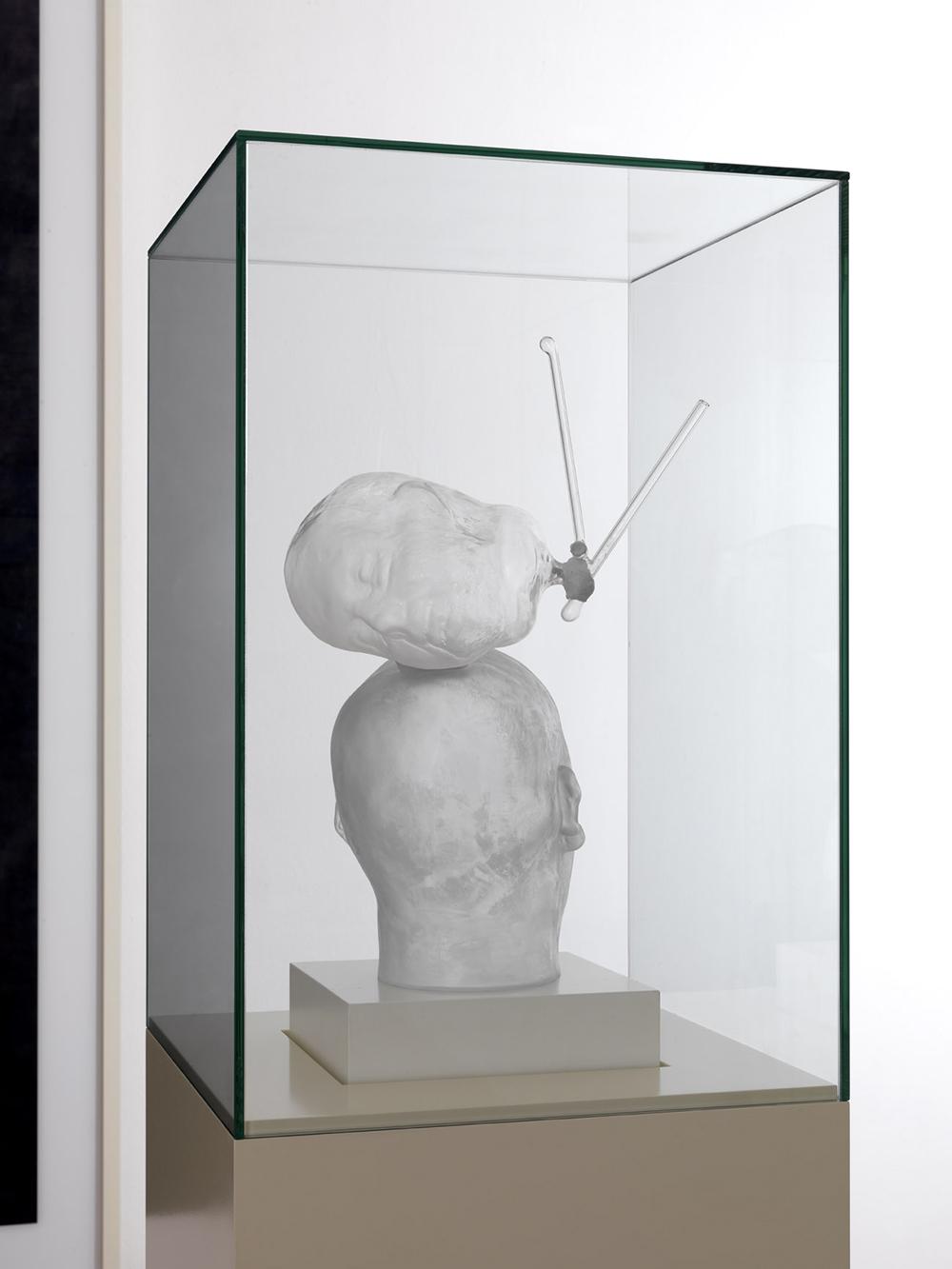 Ex voto XX della serie Art is the better life, 2010, scultura in vetro, vetrina di vetro su base di legno laccato, cm 190x40x40
