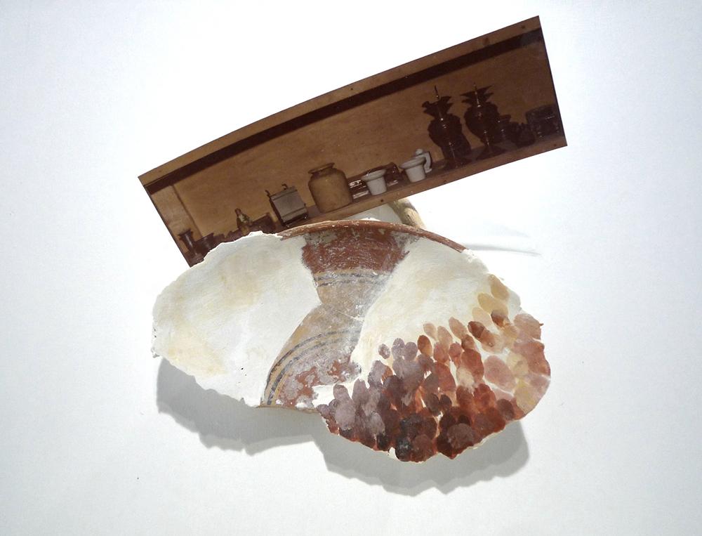 Antropologie, 1978, stampa originale, coccio, scagliola e pigmenti, cm 20x20
