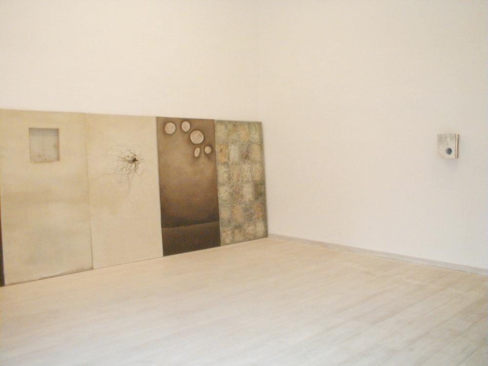 Collections of Paths #0332, 1995, pittura su tela, legno e vetro, cm 183x101,5 - sala I