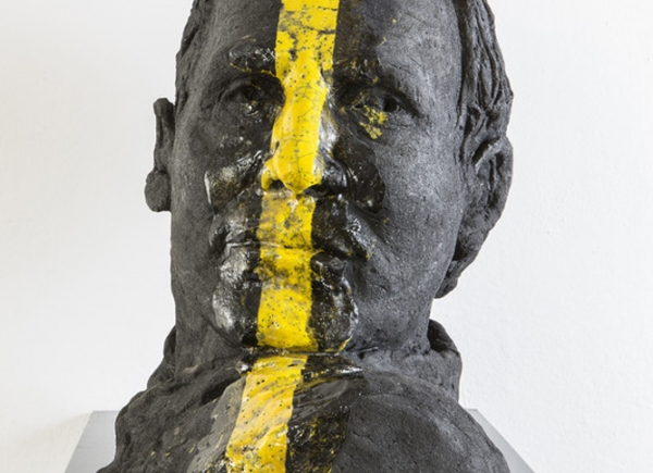 Ritratto, 2014/15, olio su ceramica Raku, cm 37x27x41 busto