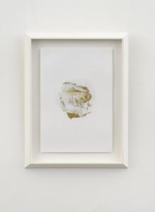 Macula, 2021, tempera mista e polvere di bronzo su carta, cm 48x33